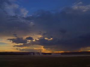 Yellow National Park geyser near Yellowstone Gateway Inn.