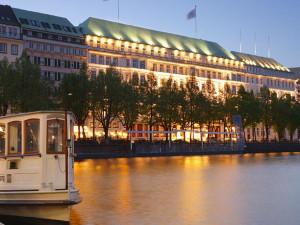 Exterior view of Fairmont Hotel Vier Jahreszeiten.