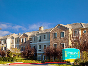 Exterior view of Staybridge Suites Irvine East/Lake Forest.