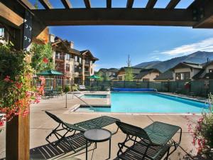 Outdoor pool at EagleRidge Lodge.