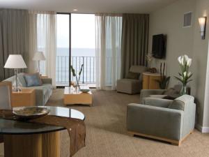 Penthouse living room at Quality Inn Boardwalk Ocean City.