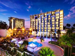 Exterior view of Newport Beach Marriott Hotel & Spa.
