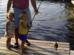 Family fishing at Ward's Riverside Cabins.