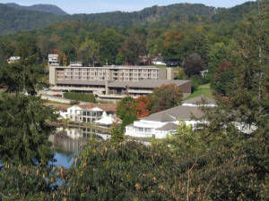 Exterior view of Terrace Hotel Lake Junaluska.