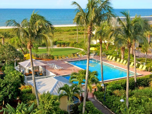 Outdoor pool at The Inns of Sanibel.