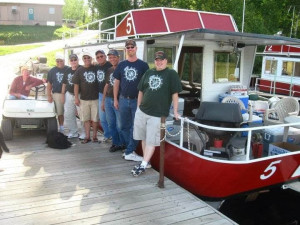Family reunion at Kinsey Houseboats.