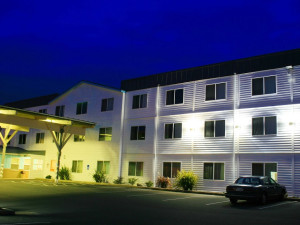Exterior view of Inn at Wecoma Lincoln City.