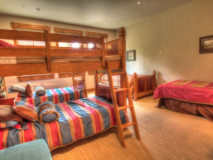 Vacation rental bunk room at SkyRun Vacation Rentals - Copper Mountain.