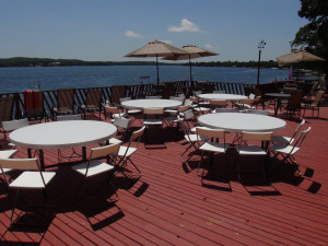 Outdoor dining at Fair Hills Resort.