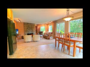 Condo dining room at Mt. Hood Resort Condominiums.