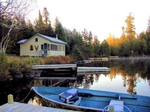 Cabin exterior at Big Bear Lodge and Cabins.