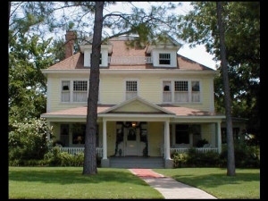 Exterior view of Hamilton House Bed & Breakfast.