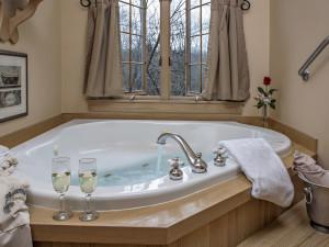 Whirlpool Tub at Glenlaurel Scottish Inn & Cottages