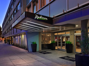 Exterior view of Radisson Hotel Fisherman's Wharf.