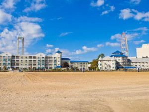 The beach at Hotel Breakers.