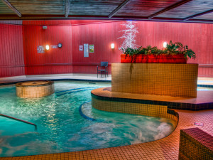 Whirlpool at Ascend Hotel Collection-The Woodlands Inn.
