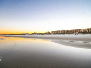 The beach at Beacher's Lodge Oceanfront Suites.