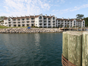 Exterior view of Edgewater Inn on the Harbor.