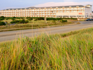 Exterior view of Shilo Inn Suites Hotel Ocean Front Resort.