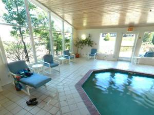 Indoor pool at Aspen Lodge.