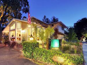 Exterior view of Saratoga Oaks Lodge.