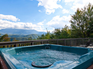 Vacation rental hot tub at Stony Brook Chalets.
