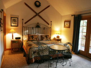 Guest bedroom at Hidden Moose Lodge.