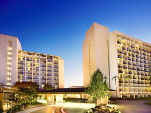 Exterior view of Santa Clara Marriott.