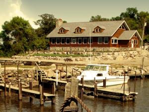 Exterior view of Arnesen's Rocky Point Resort.