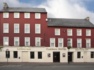 Exterior view of Carraig Hotel.