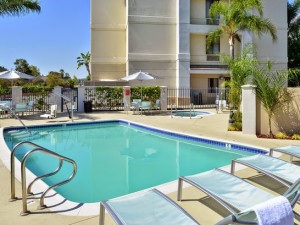 Outdoor pool at SpringHill Suites Pasadena Arcadia.