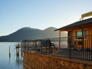Exterior view of Lake Marina Inn.