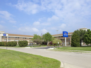 Exterior view of Baymont Inn & Suites Warren.
