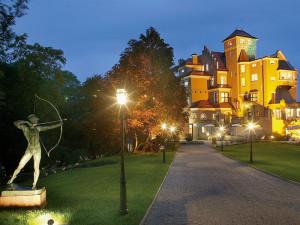 Exterior view of Hotel Schloss Mönchstein.