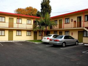 Exterior view of Paradise Inn and Suites.