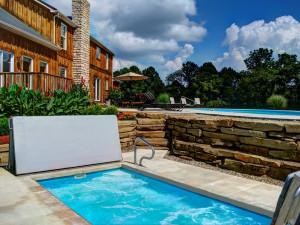 Vacation rental hot tub at Hocking Hills Luxury Lodging.