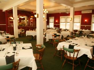Dining room at the Fullerton Inn.