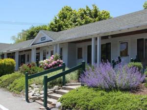 Exterior view of Aurora Inn & Motel.
