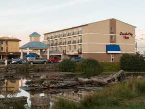Exterior view of Quality Inn Lincoln City.