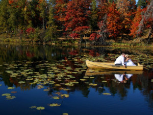 Couple kissing on the lake at Boyd Lodge.