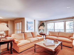Guest living room at The Galatyn Lodge.