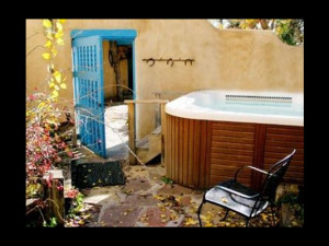 Hot tub at Casa Benavides Bed & Breakfast.