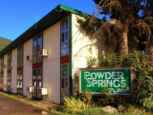 Exterior view of Powder Springs Inn.