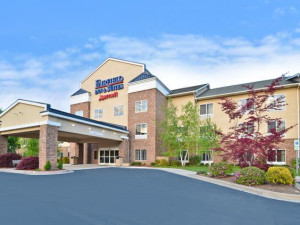 Welcome to the Fairfield Inn & Suites Cherokee