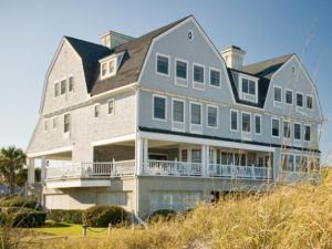 Exterior View of Elizabeth Pointe Lodge