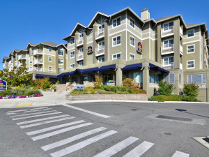 Exterior view of Best Western Bainbridge Island.