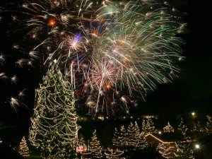 Tree lighting celebration at Stroudsmoor Country Inn.