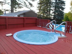 Hot tub at Acra Manor Resort.