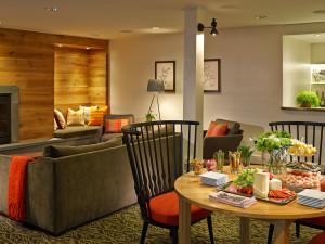 Notchbrook lounge at Topnotch Resort.