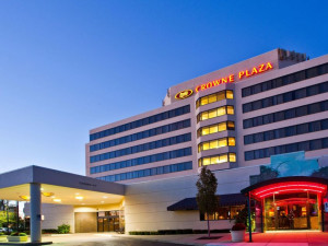 Exterior view of Crowne Plaza Hotel Auburn Hills.